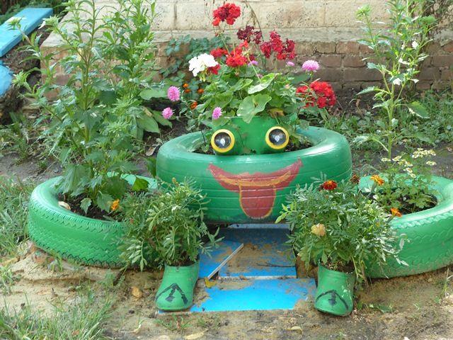 Как украсить свой двор подручными средствами